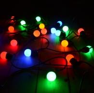 krāsainas lampiņu virtenes